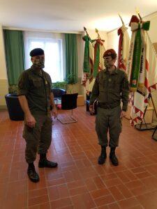 Der Kommandant des Vorkommandos, Hauptmann Andreas L. (rechts) meldet sich bei Militärkommandant Brigadier Dieter Muhr. Foto: © BMLV / Oberst  Gerhard Oberreiter